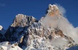 Alpi delle dolomia, Tirolo del sud, Italia Della Pala o Cimone di Cimone con le nuvole in Pale di San Martino Group Fotografie Stock Libere da Diritti
