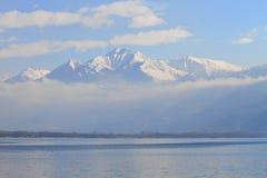 Alpi dello Snowy e lago Maggiore Fotografia Stock
