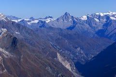 Alpi dello svizzero di paradiso del ghiacciaio del Cervino di panorama di inverno Immagine Stock Libera da Diritti