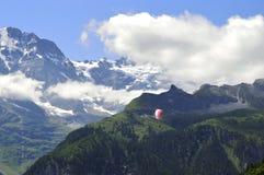 Alpi dello svizzero di parapendio Fotografia Stock Libera da Diritti