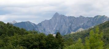 Alpi di Apuane, panorama generale delle montagne Immagini Stock Libere da Diritti