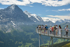 Alpi di Bernese dalla piattaforma di osservazione in Grindelwald in primo luogo Immagini Stock