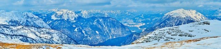 Alpi di Dachstein di inverno e lago Hallstattersee, Salzkammergut, Austria immagine stock libera da diritti