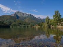 Alpi di Gramolazzo Apuan del lago Immagini Stock