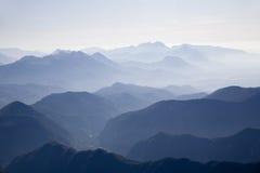 Alpi di Julian - siluetta dei picchi Immagini Stock