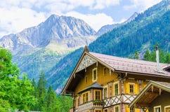 Alpi di legno del ND di cottagea, Zillertal, Austria Fotografie Stock