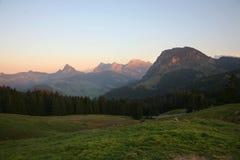 Alpi di Les sull'indicatore luminoso di tramonto Fotografia Stock