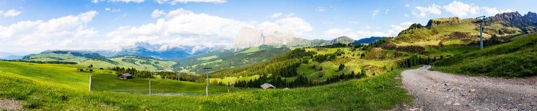 Alpi di panorama della montagna Fotografie Stock Libere da Diritti