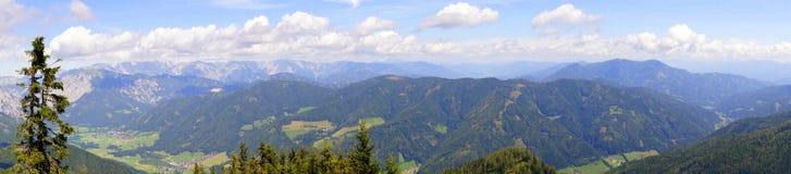 Alpi di panorama di estate Immagine Stock