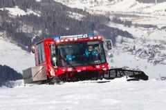 Alpi di pista dello sci del groomer della neve Fotografia Stock