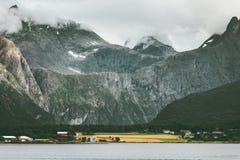 Alpi di Romsdal del paesaggio delle montagne in Norvegia Immagini Stock Libere da Diritti