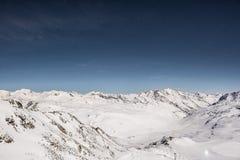 Alpi di Snowy con cielo notturno Fotografia Stock Libera da Diritti