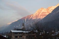 Alpi di Snowy nel tramonto Immagini Stock Libere da Diritti