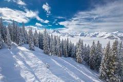 Alpi di Tyrolian in Austria dalla stazione sciistica di Kitzbuehel Immagini Stock