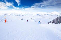 Alpi di Tyrolian e pendii dello sci in Austria nella stazione sciistica famosa di Kitzbuehel Fotografie Stock
