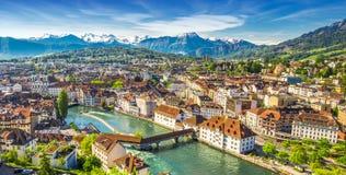 Alpi e centro storico svizzeri di Lucerna, Swi Immagini Stock