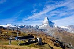 Alpi e collina svizzere della vista del Cervino Immagine Stock