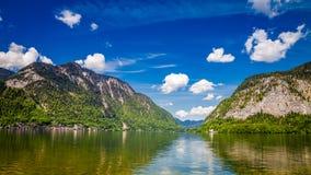 Alpi e lago di estate, Austria della montagna Immagine Stock