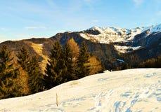 Alpi e paesaggio svizzeri di inverno Immagine romantica Fotografia Stock