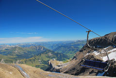 Alpi e seggiovia svizzere Fotografia Stock Libera da Diritti
