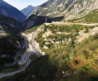 Alpi e strada Fotografia Stock Libera da Diritti