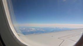 Alpi ed orizzonte dall'aereo archivi video