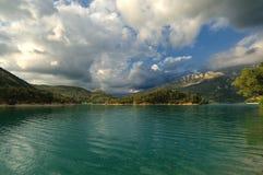 Alpi francesi - lago della montagna Fotografia Stock Libera da Diritti