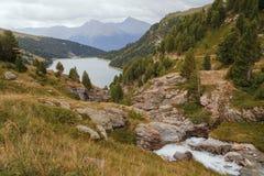 Alpi francesi, montagne di Vanoise, lago, diga Immagini Stock