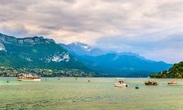 Alpi francesi sopra il lago Annecy Fotografie Stock Libere da Diritti