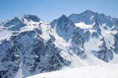 Alpi innevate dell'austriaco dei picchi di montagna di inverno Fotografia Stock