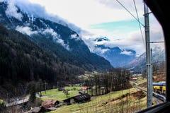 Alpi - Interlaken - Svizzera - treno dell'interno Immagine Stock Libera da Diritti