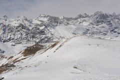Alpi italiane nell'inverno con neve sui picchi di montagna Fotografia Stock Libera da Diritti