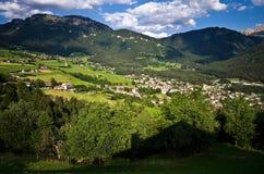 Alpi italiane - paesaggio della città di Alpe di Siusi Immagini Stock Libere da Diritti