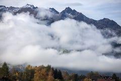 Alpi in nebbia Fotografie Stock