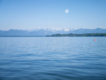 Alpi nel lago Starnberg - Tutzing Immagini Stock Libere da Diritti