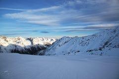 Alpi nella stazione sciistica di inverno di Ischgl - alpi della montagna, Austria Immagine Stock