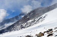 Alpi - paesaggio di Rosa del supporto con la rugiada della montagna di Gnifetti e degli scalatori Fotografie Stock