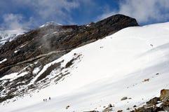 Alpi - paesaggio di Rosa del supporto con la rugiada della montagna di Gnifetti e degli scalatori Fotografia Stock Libera da Diritti