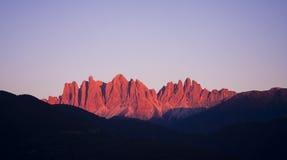 Alpi rosse delle dolomia di tramonto Immagini Stock