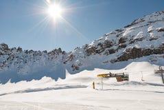 Alpi superiori Dolomiti di paesaggio dell'ascensore di sci della montagna Fotografia Stock