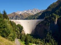 Alpi svizzere, diga del lago Luzzone Immagini Stock