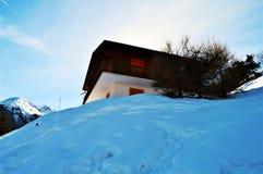 Alpi svizzere e tettoia variopinta Immagine Stock Libera da Diritti