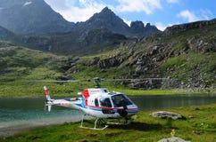 Alpi svizzere: Elicottero nelle alpi svizzere sopra Silvaplana Fotografie Stock