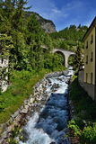 Alpi svizzere, Lavin-tributario della locanda del fiume Immagini Stock Libere da Diritti