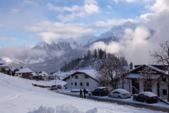 Alpi svizzere - scena del villaggio Immagine Stock