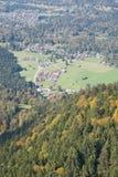 Alpi tedesche con i villaggi Fotografia Stock Libera da Diritti