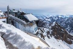 Alpi tedesche della stazione del picco di montagna di Zugspitze nell'inverno Fotografie Stock