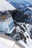 Alpi tedesche della stazione del picco di montagna di Zugspitze nell'inverno Immagini Stock