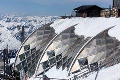 Alpi tedesche della stazione del picco di montagna di Zugspitze nell'inverno Immagine Stock Libera da Diritti