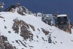 Alpi tedesche della stazione del picco di montagna di Zugspitze nell'inverno Fotografia Stock